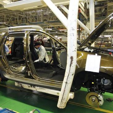 Atividade do comércio cai 1,4% em abril mas produção de veículos segue em alta