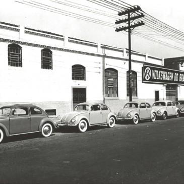 VW completa 60 anos no Brasil e homenageia Fusca em comercial retrô